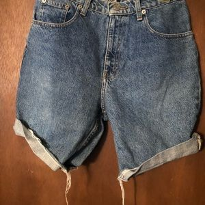 Custom made high wasted short jeans
